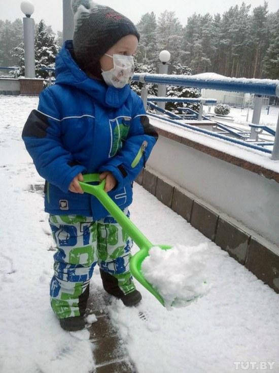 Щоб зібрати необхідну суму для свого лікування, хлопчик почав шити іграшки