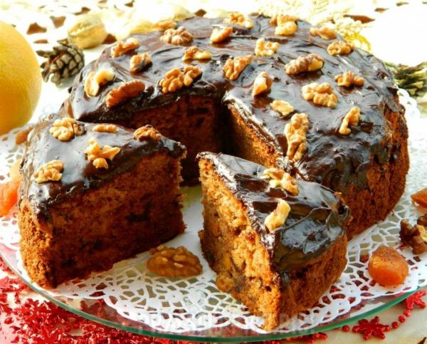 Рецепт пирога до чаю з волоськими горіхами і сухофруктами