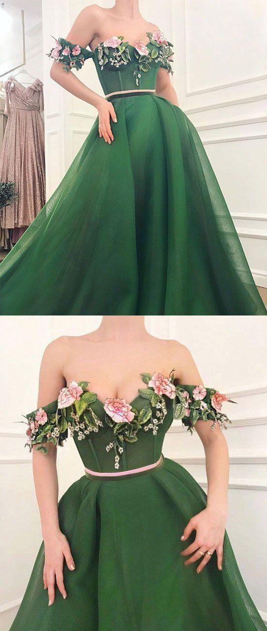 Пишні вечірні сукні. Підбірка цікавих фасонів