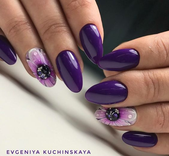 Розкішний фіолет, самий трендовий колір манікюру