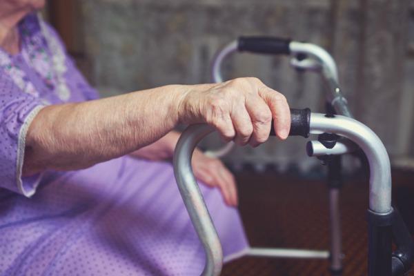5 помилок дорослих дітей, через які серця старіючих батьків стискаються від болю