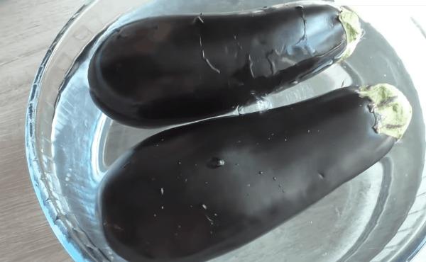 Відбиваємо баклажани качалкою: незвичайний підхід-смачний результат
