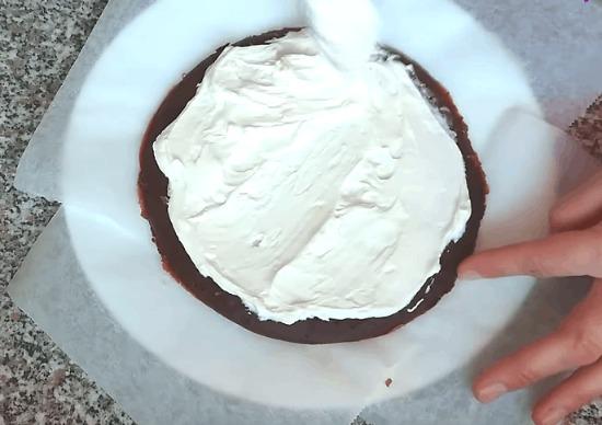 Він солодкий, і його печуть на сковороді. Млинець? Ні, торт!