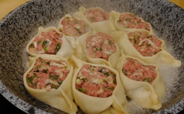 М'ясні човники на сковороді: просто, ситно та смачно