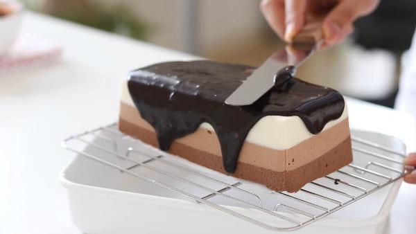 Рецепт дня: шоколадний чізкейк без випічки. Три шари насолоди!