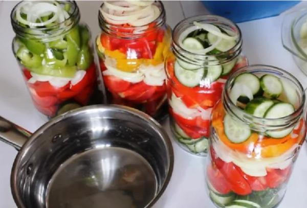 Овочевий салат на зиму в літрових банках - просто і дуже смачно