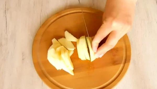 Яблучний пиріг який тане в роті. Всі гості просять рецепт