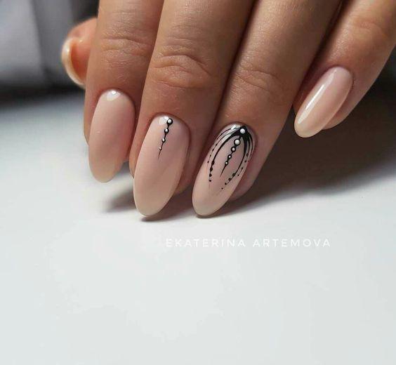 20 красивих ідей ніжного на будь-яку форму нігтів нюдового манікюру
