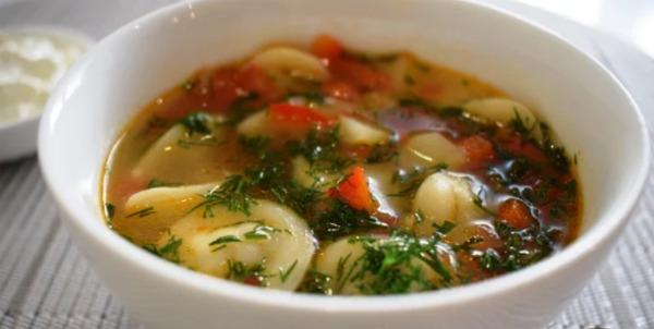 Суп з пельменями: занадто смачно, щоб не приготувати