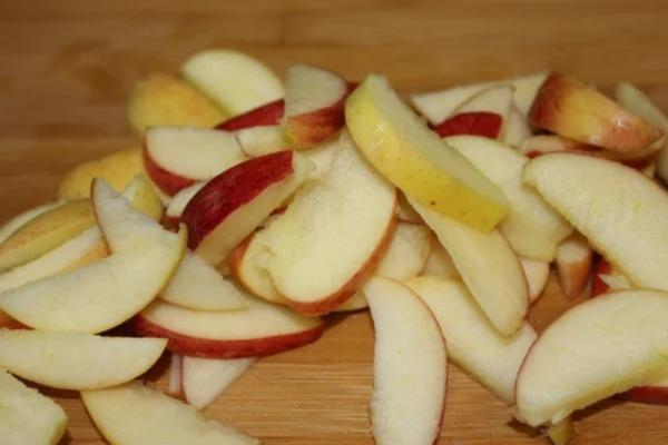 """Рецепт прозоре варення з літніх яблук """"Янтарне"""""""