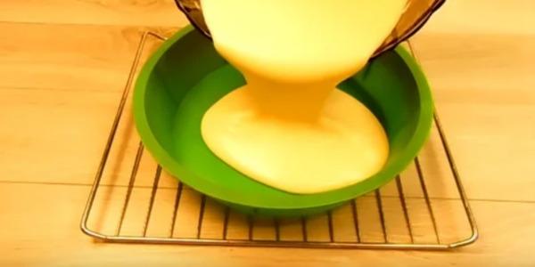 Пиріг на згущеному молоці на швидку руку