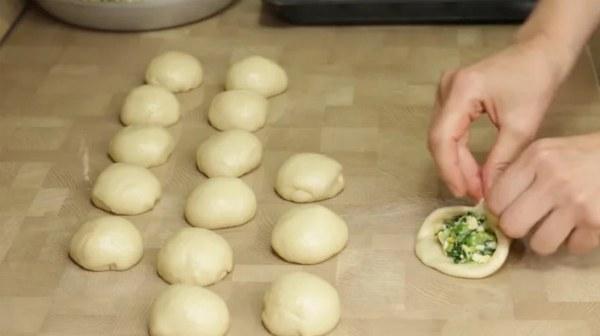 Пиріжки з цибулею і яйцем з швидкого дріжджового тіста