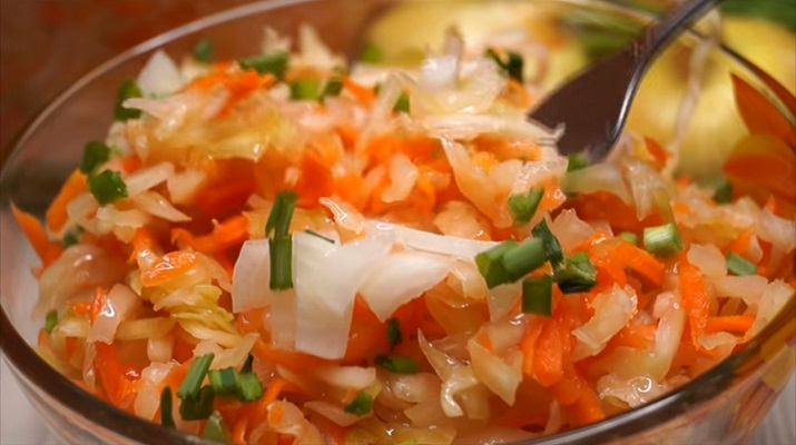 Класичний рецепт смачної квашеної капусти з морквою