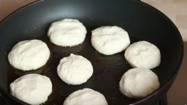 Кращі сирники без манки. Швидкий рецепт на сніданок або вечерю