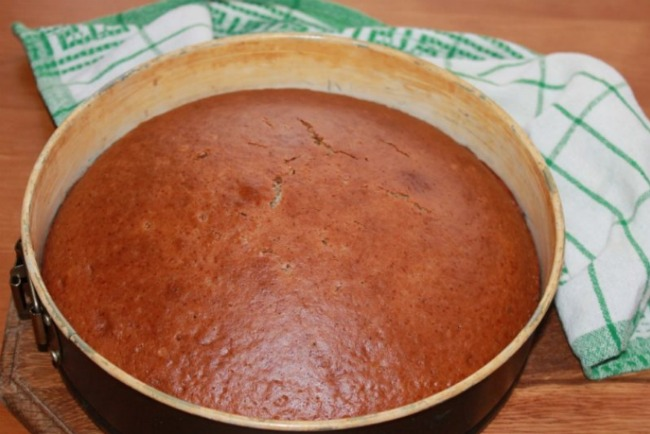 Смачний пиріг на кефірі з варенням - незвичайна подача всім відомого десерту