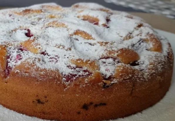 Нереально смачний пиріг за 5 хвилин. Плюс час на випічку