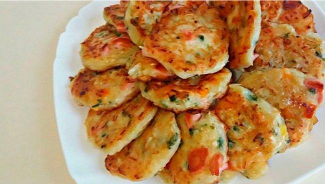 Чудові оладки зі смаком піци - смачний і швидкий сніданок