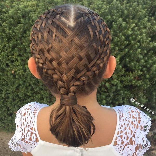 Замітка для матусь: ця жінка щодня придумує нову зачіску для своєї донечки
