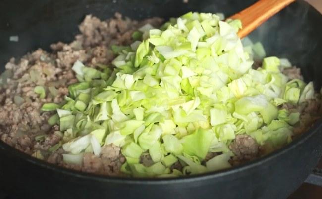 Рецепт смачного і ароматного пирога з капустою і м'ясом
