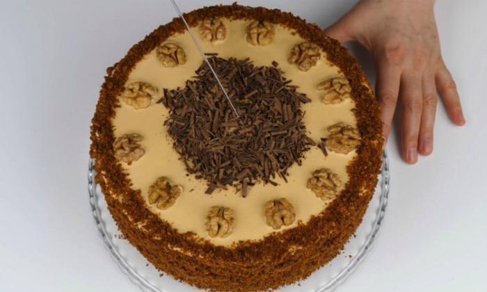 """Ніжний медовий торт """"Домашній"""": покроковий рецепт приготування"""