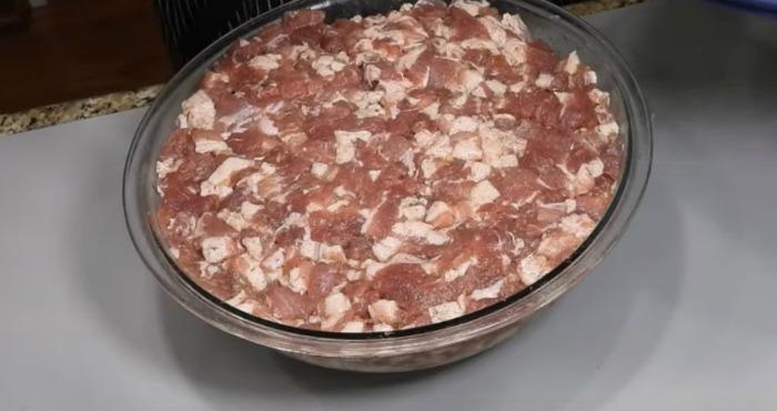 Домашня українська святкова ковбаса без нітритної солі