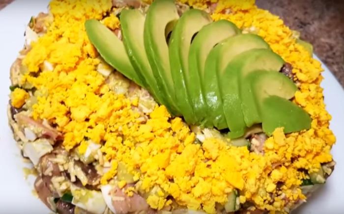 Салат до новорічного столу з фантастично смачною заправкою