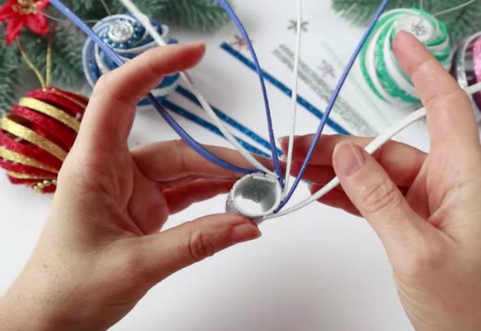 Дивовижна іграшка-спіралька на ялинку за 5 хвилин