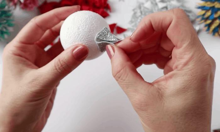 Новорічні шишки з фоамірана - просто, дешево і дуже гарно