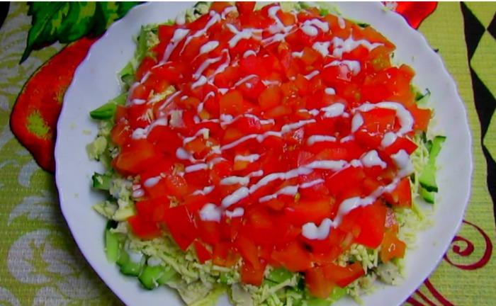 Святковий салат, який сподобається кожному. У ньому ідеальне поєднання продуктів