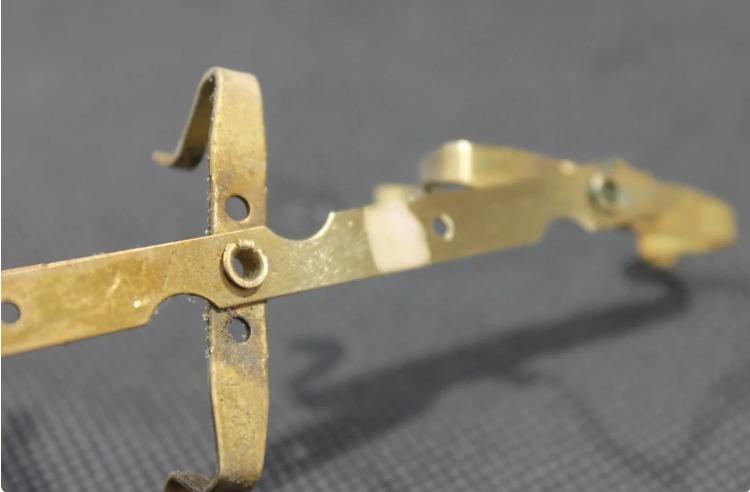 Поради від знайомого ювеліра: як перевірити золото і відрізнити від підробки в домашніх умовах