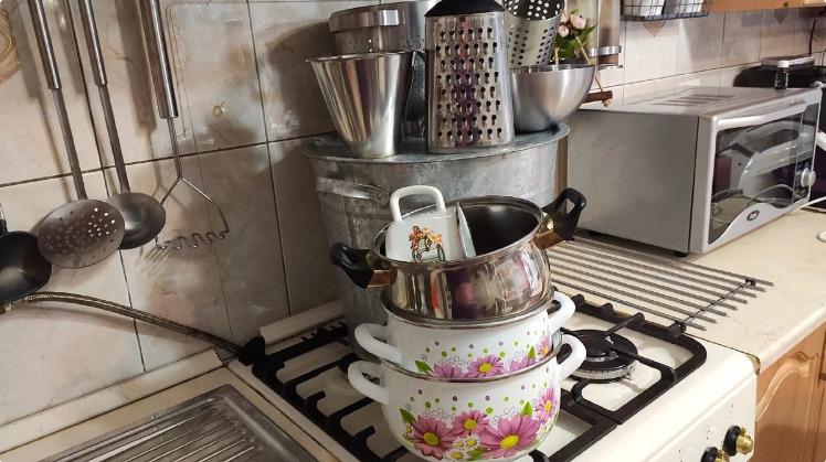 Виварювання каструль - простий метод очищення посуду