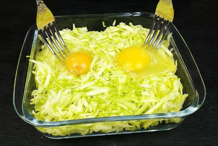 Кабачки і 2 яйця - рецепт вечері