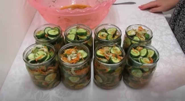 """Зимові огірки по-корейськи або салат """"Ніженський"""""""