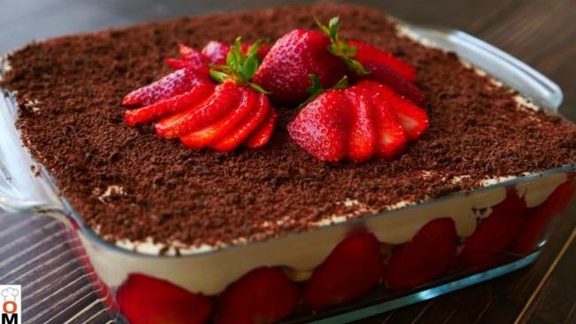 Повітряно ніжний полуничний торт! Без випічки з сирним кремом