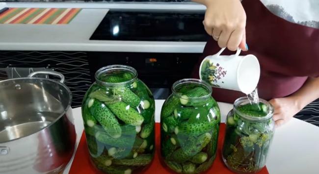 Консервовані хрусткі огірки на зиму! Простий рецепт дуже смачних консервованих огірків