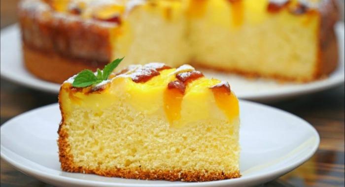 Прекрасний фруктовий пиріг за 15 хвилин: ніжний і повітряний