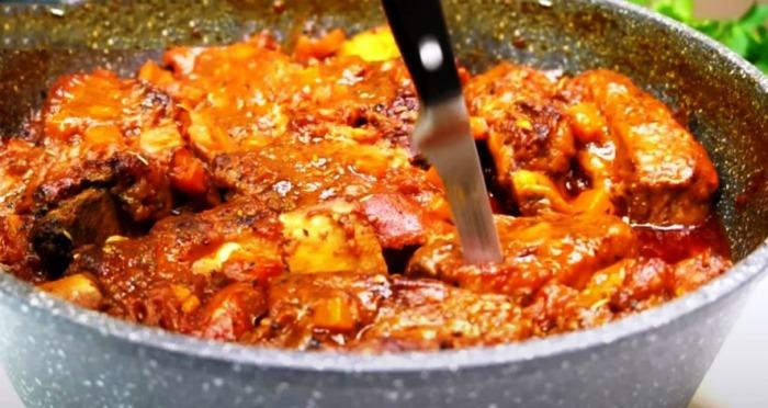 М'ясо «тушковане». Будь-яке м'ясо, приготоване таким методом, виходить ніжним і тане в роті