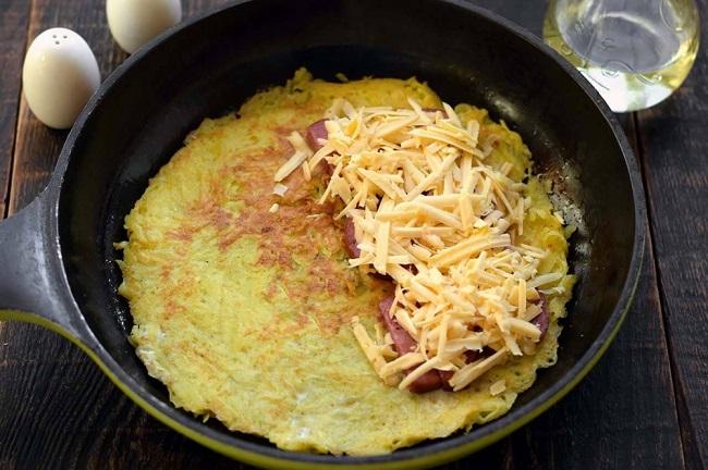 Картопляні коржі з ковбасою і сиром. Надзвичайно смачні