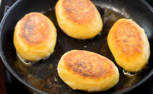 Пальчики оближеш! Беру шампіньйони, картоплю і фарш, готую зрази на сковорідці