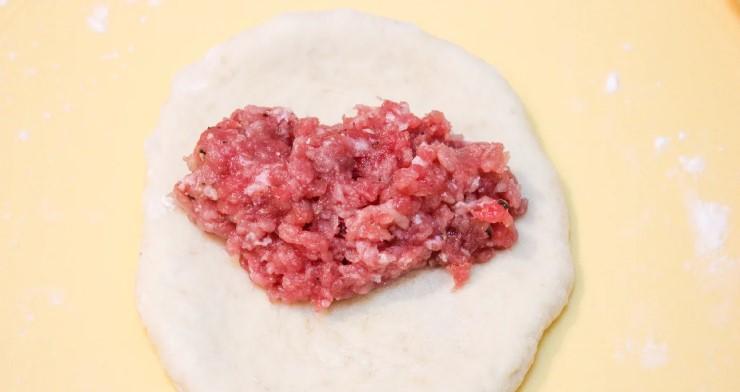 Неймовірне тісто! Найсмачніші пиріжки з м'ясом в духовці