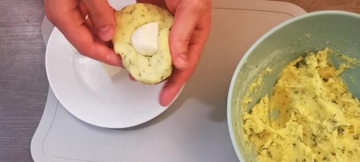 Швидкі, пишні картопляні зрази. Рецептом поділилася подруга
