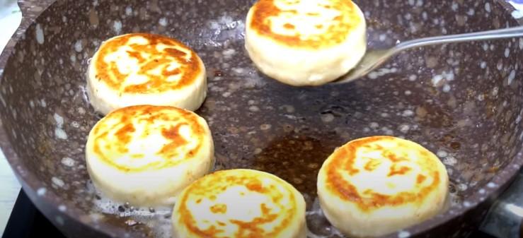 Методом спроб і помилок, я вивела для себе рецепт ідеальних сирників