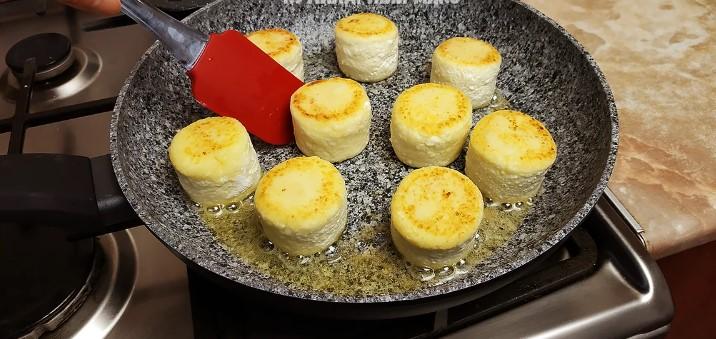 Свекруха з села навчила готувати «правильні» сирники: ділюся рецептом