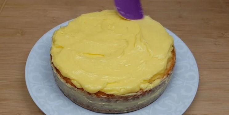 Дуже смачний і ніжний пиріг із заварним кремом. Готується просто і легко
