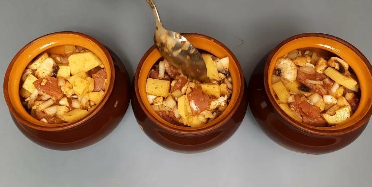 Ніжне жарке з свинини в горщиках: ділюся своїм улюбленим рецептом