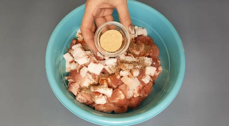 Розкладаю м'ясо по банкам і в духовку: показую що вийшло