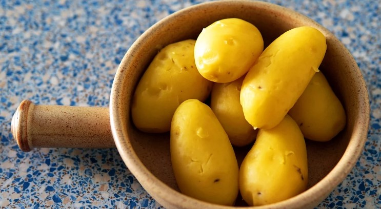 Виявляється, навіть картоплю в мундирі не вмів варити. Розповідаю, чому мене навчив кухар зі звичайної їдальні