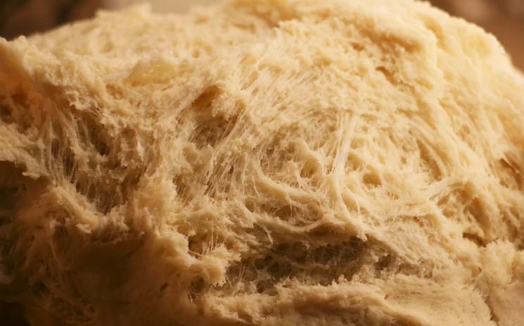 У неділю ввечері роблю тісто на весь наступний тиждень. Щоранку на столі свіжа випічка
