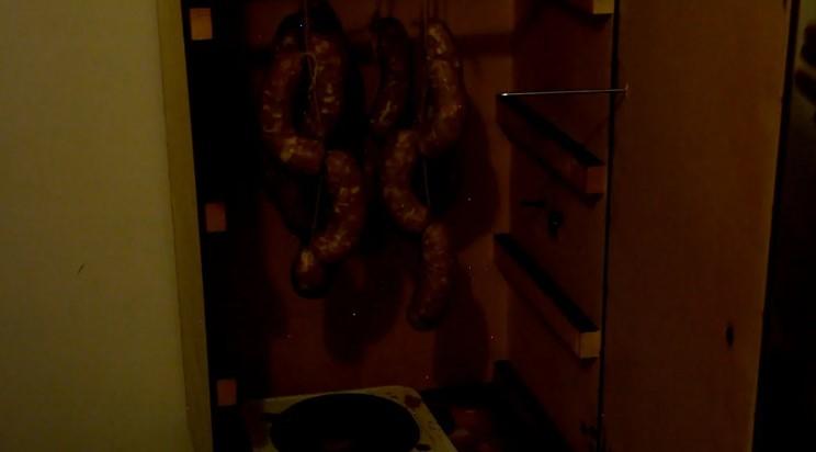 Домашні копчені ковбаски зі свинини з сиром
