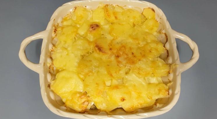 Куряче філе мариную, додаю картоплю і в духовку: ділюся рецептом смачної вечері